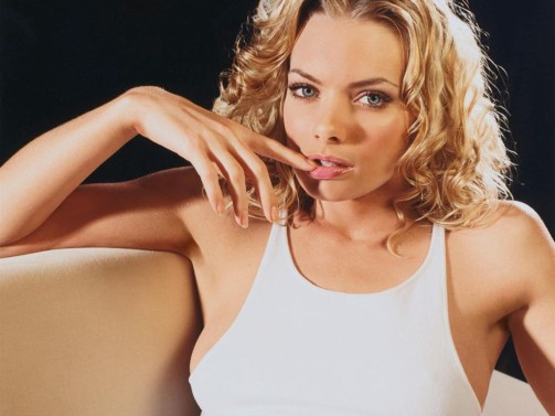 Jaime Pressly is best known for her role on the comedy series My Name Is Earl where, other than an occasional drunken swing at Darnell, she rarely has a chance to display her fighting skills. But this is one hot butt-kicking babe when the opportunity presents itself.