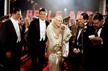 Leonardo DiCaprio as Howard Hughes and Gwen Stefani as Jean Harlow - The Aviator (2004) - (c) Miramax.